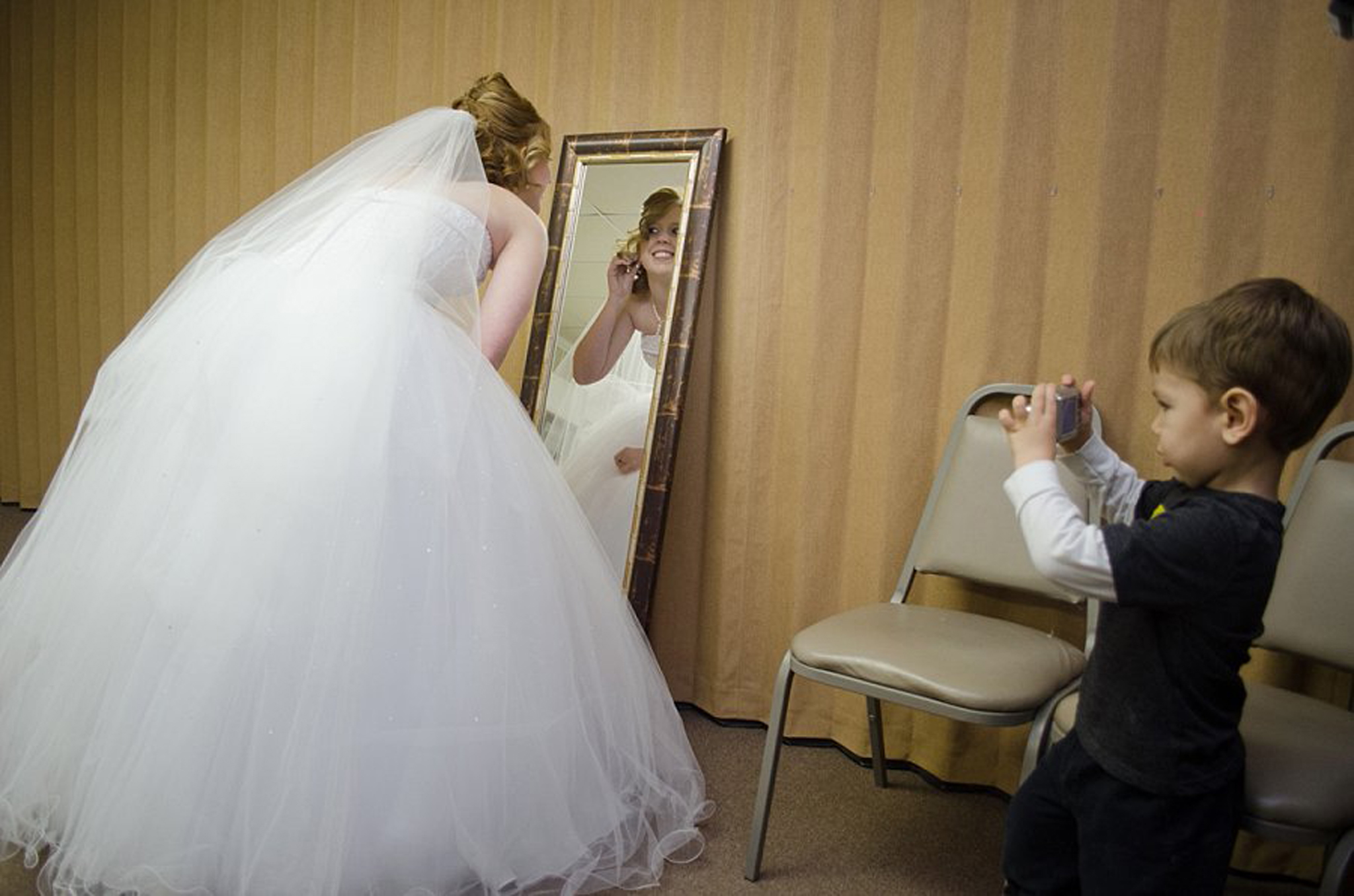 Cute Moment Wedding Photo by Johnson County Wedding Photographer Brittany Tarchala